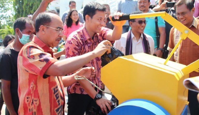 Pemkot Kupang  terima Mesin Pencacah Plastik dan Genset bantuan Dirjen Bina Marga Kemen PUPR RI